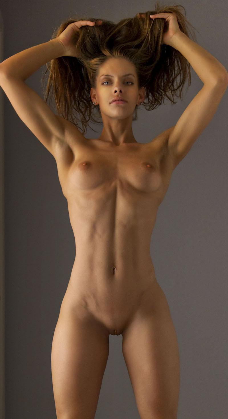 голые девушки спортивного телосложения свое хозяйство