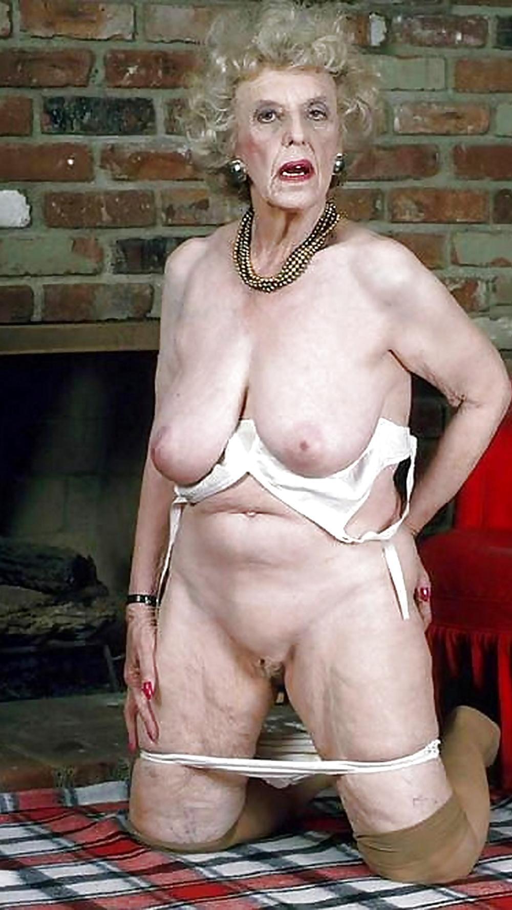 Granny nude gagger — 3