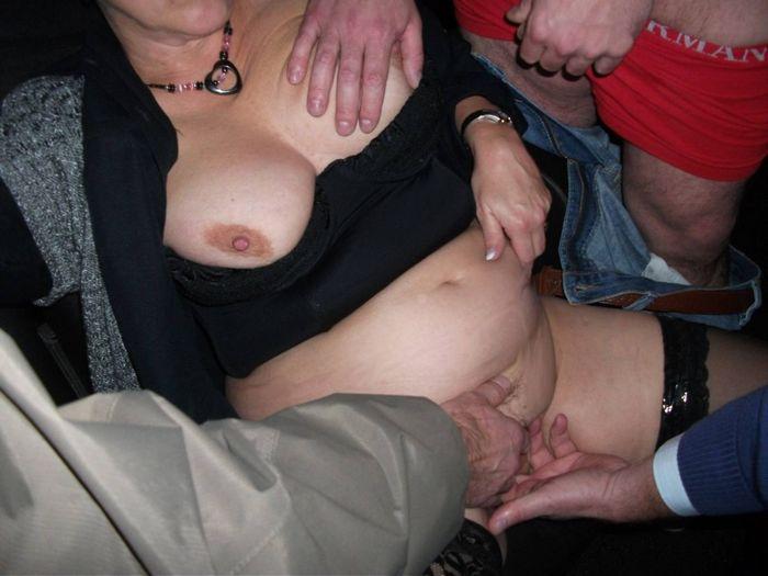 Пьяную толпой пустили по кругу (53 фото)